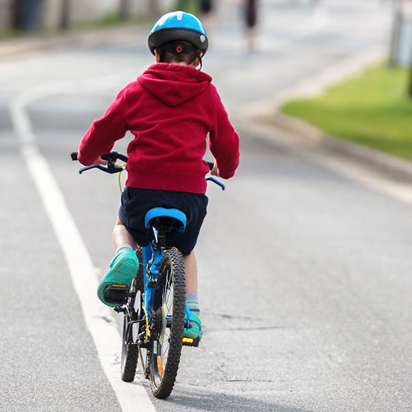 Kerékpárok, játékmotorok